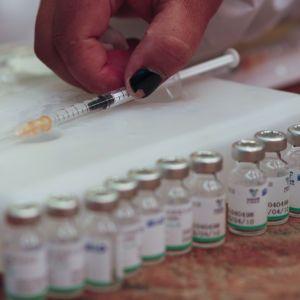 """Російську вакцину """"Супутник V"""" виробляють з порушеннями - ВООЗ"""