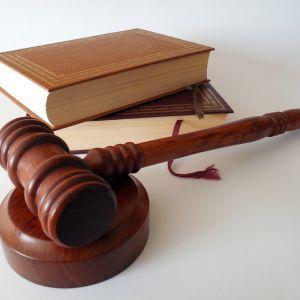 """В России суд отправил главу общины """"Свидетелей Иеговы"""" за решетку"""