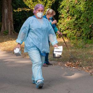 Медики, которые борются с коронавирусом, будут получать еще одни надбавки к зарплате - решение Кабмина