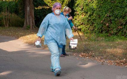 Смерті від коронавірусу зафіксували у 19 областях та Києві: де в регіонах ситуація 15 жовтня найгірша