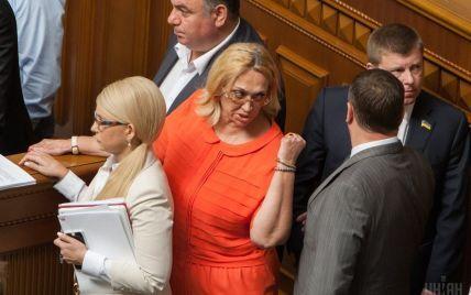 """""""За бюджет!"""": Кужель в прямом эфире облила водой радикала Мосийчука"""