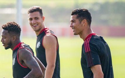 """Прибув на розкішному авто та похизувався трюками: Роналду готується до дебюту за """"Манчестер Юнайтед"""""""
