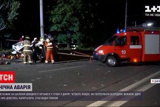 Новости Украины: в Днепре в тяжелом состоянии находится водитель авто, которое врезалось в столб