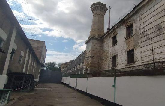 В'язниця з дірами у стінах: із херсонського СІЗО виселять всіх арештантів