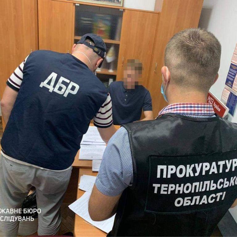 У Тернопільській області посадовці незаконно передали підприємцям конфіскований спирт на понад 1 млн грн