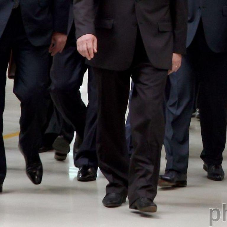 В Україні скоротять кількість чиновників, але підвищать їм зарплати: Кабмін ухвалив Стратегію
