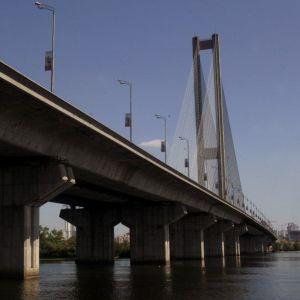 У столиці після довготривалого ремонту повністю відновили рух Південним мостом