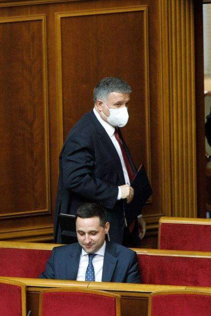 """Выступление под вспышки файеров и крики """"уходи прочь"""": тезисно о том, что Аваков говорил во время отчета в Раде"""