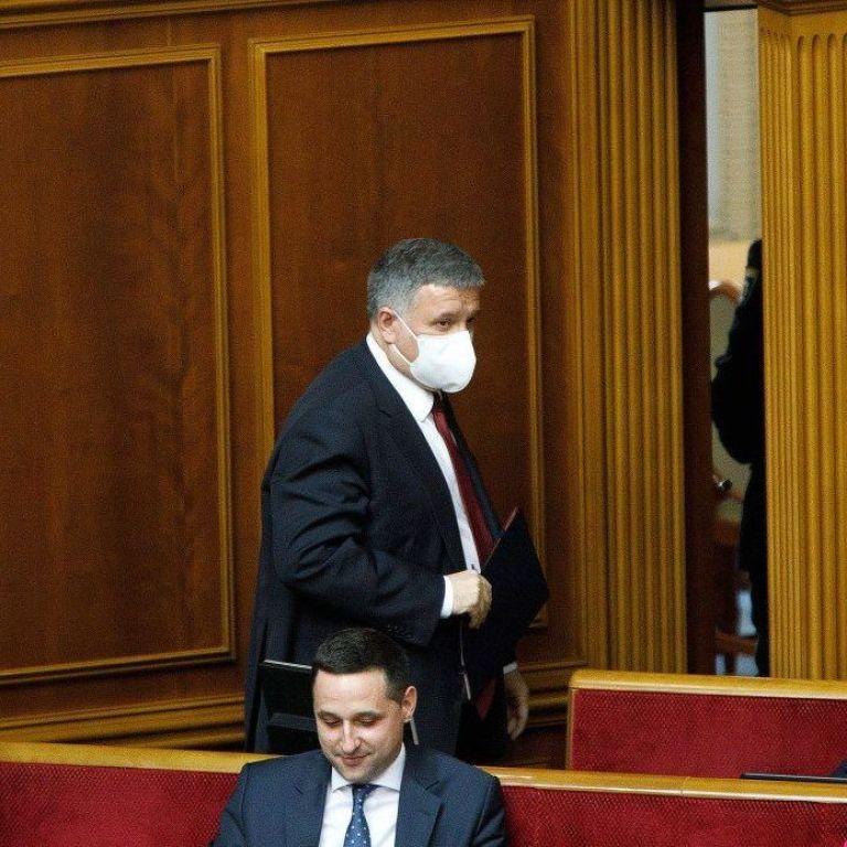 """Виступ під спалахи фаєрів і вигуки """"йди геть"""": тезово про те, що Аваков говорив під час звіту у Раді"""