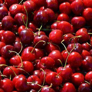 """""""Кусюча"""" черешня: що стало із українським врожаєм і чи чекати на дешевшу ягоду"""