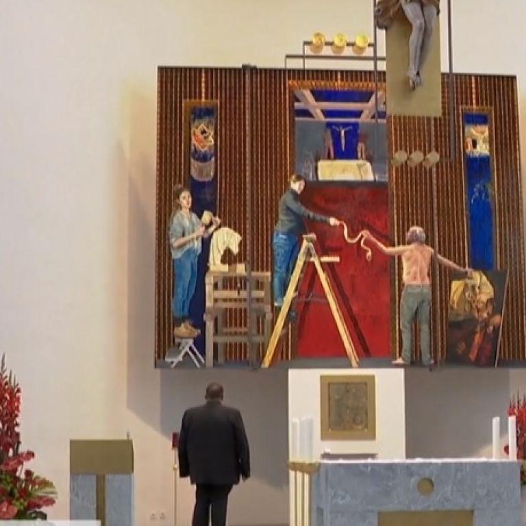Богоматір в джинсах: у Німеччині в церкві святого Клеменса написали неcтандартну вівтарну картину