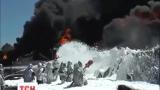 На нефтебазе под Киевом догорает последний резервуар с топливом
