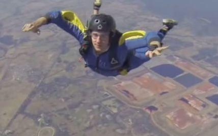Камера инструктора зафиксировала, как парашютист едва не погиб в воздухе из-за приступа эпилепсии