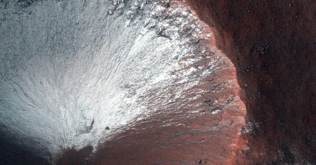 Орбитальный аппарат анализирует минералы и ищет подземную воду. / © NASA