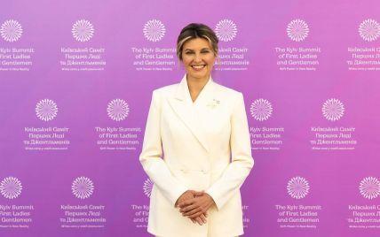 В белоснежном костюме: стильная Елена Зеленская выступила на саммите первых леди и джентльменов