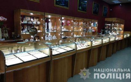 На Донеччині під час пограбування ювелірного магазину застрелили охоронця