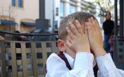 В частном детском саду в Броварах во время прогулки потеряли 2-летнего мальчика: мать говорит, что ребенка не искали