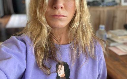 """У кумедному світшоті: Дженніфер Еністон розповіла про сюрприз для шанувальників серіалу """"Друзі"""""""