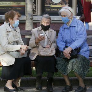 Коронавирус в Украине 6 ноября: почти 10 тысяч больных в сутки и рекордное количество умерших