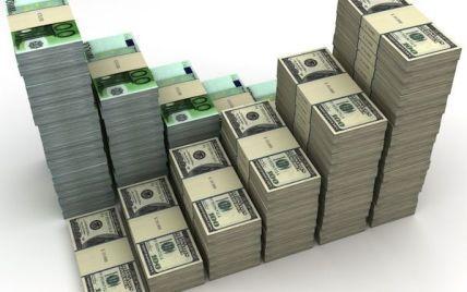 Очень стремительно подорожали доллар и евро – свежие курсы валют Нацбанка