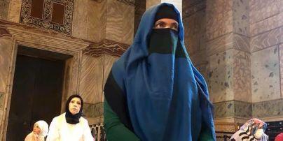 Савченко на колінах в паранджі похвалила іслам (ФОТО)