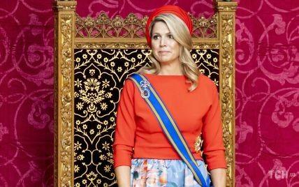 В ярком наряде и шляпе-таблетке: королева Максима и ее муж посетили государственное мероприятие