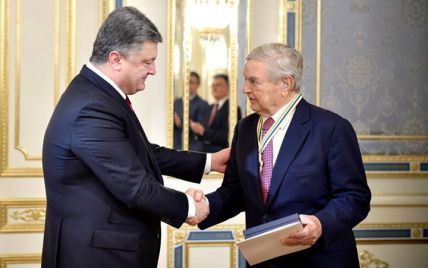 Порошенко наградил Сороса высшим орденом Украины