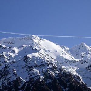 Во французских Альпах разбился вертолет с шестью людьми на борту: есть жертвы