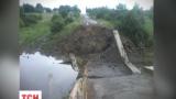 Тысяча мирных жителей поселка Троицкое полностью заблокированы из-за подрыва моста