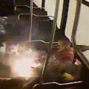 У США чоловік отримав сильні опіки від електронної сигарети, що вибухнула в його кишені