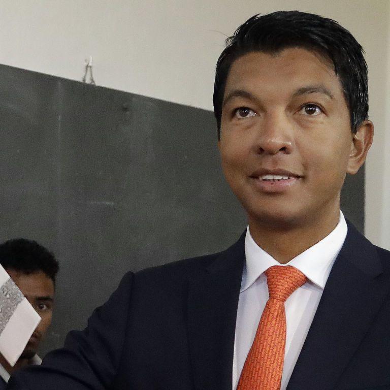 Двох французів затримали за підготовку замаху на президента Мадагаскару