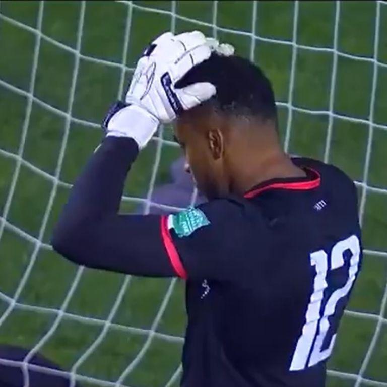 Курйозніше вже нікуди: воротар збірної Гаїті розірвав соцмережі безглуздим автоголом (відео)