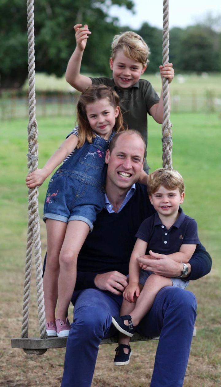 Принц Вільям з дітьми / © Instagram/Кенсінгтонського палацу
