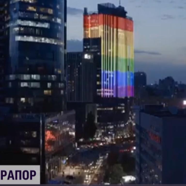 """В Киеве акция ЛГБТ-сообщества у столичного ТРЦ """"Гулливер"""" закончилась потасовкой"""