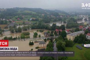 Новости мира: в австрийском городе Галляйн из-за наводнения пришлось эвакуировать десятки человек