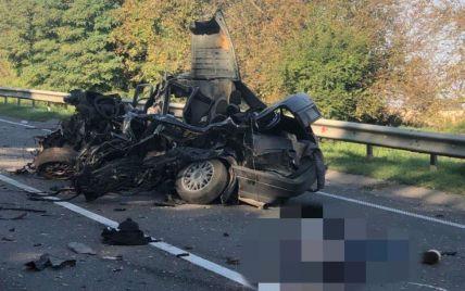 Разбитый транспорт заблокировал трассу Киев-Чоп: под Львовом столкнулись 5 авто, погиб 26-летний водитель (фото)