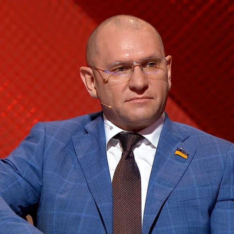"""Зі """"Слуги народу"""" офіційно вигнали нардепа-прихильника Лукашенка"""