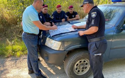 Прочісують річки і закинуті будівлі: у Житомирській області третю добу розшукують зниклу бабусю