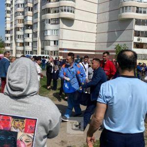 """""""Мама, матуся"""": з'явилося відео евакуації дітей зі школи Казані, де сталася смертельна стрілянина"""