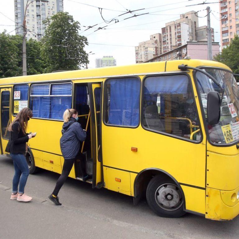 У Києві двоє молодиків викрали маршрутку, поки водій відійшов