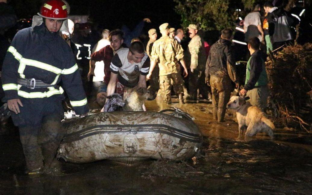 Трагедия в Тбилиси объединила грузин / © cyxymu.livejournal.com