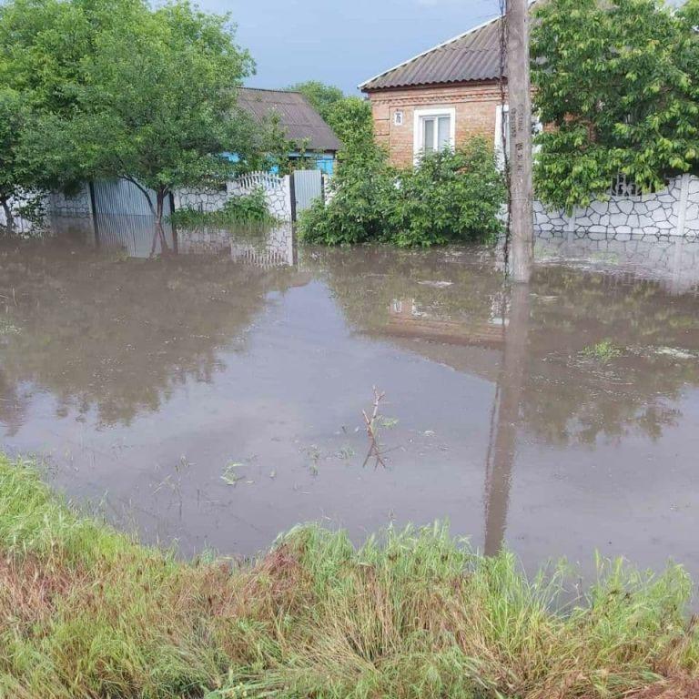 Потоп на юго-востоке Украины: по затопленным улицам плавали на лодках