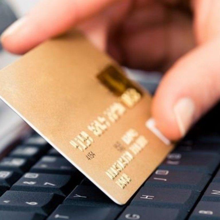 Украинцы стали в четыре раза чаще рассчитываться карточками вместо наличных денег. Инфографика