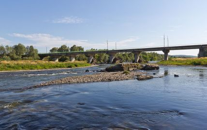 В Ивано-Франковсе на реке, в которой утонули дети, запретили купаться