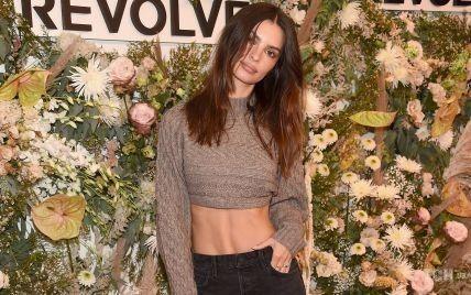 Светит идеальным животом: Эмили Ратажковски на Неделе моды в Нью-Йорке