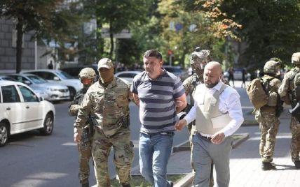 Появилось видео, как выводили мужчину со взрывчаткой из здания Кабмина