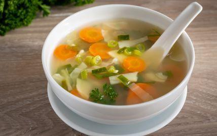 """Перша страва із """"сюрпризом"""": у Борисполі в офіспривезли суп, в якому плавала пожована жуйка (відео)"""