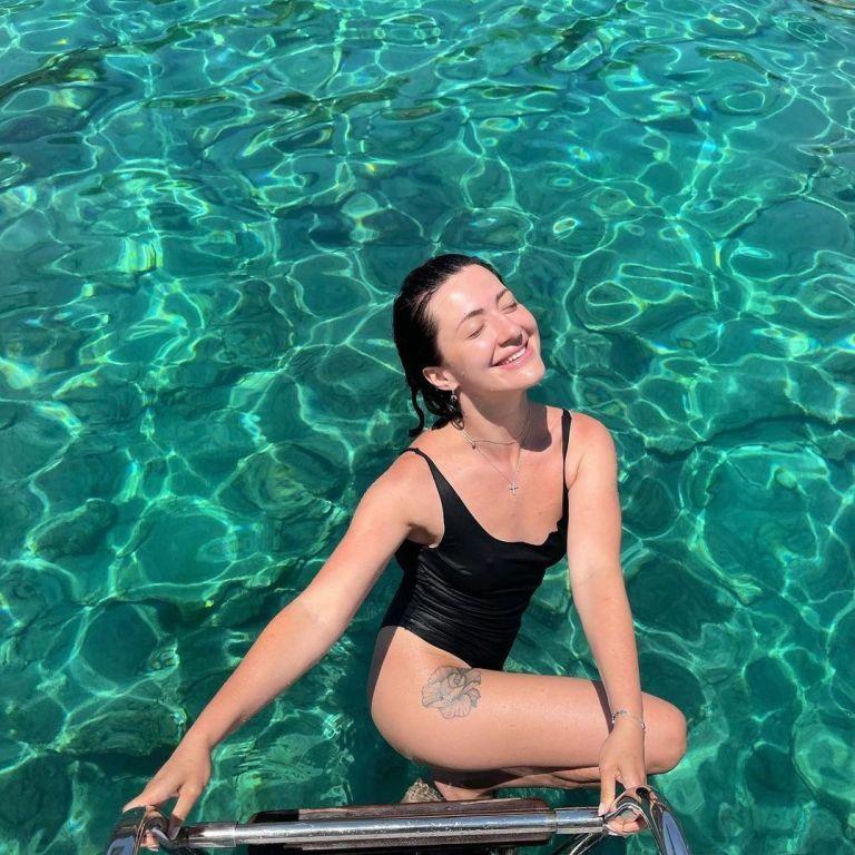 Сніжана Бабкіна у купальнику похизувалася пружними сідницями на тлі моря