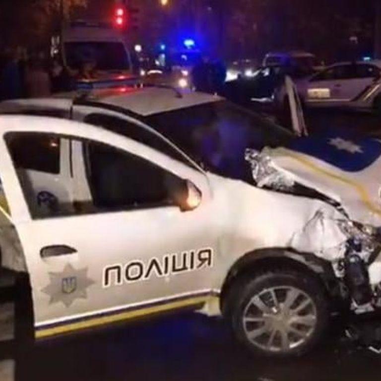 Протаранив таксі з пасажирами на службовому авто: у Києві дільничному офіцеру повідомлено про підозру