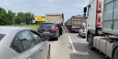 В Николаеве произошел транспортный коллапс: люди более 4 часов стояли в пробке